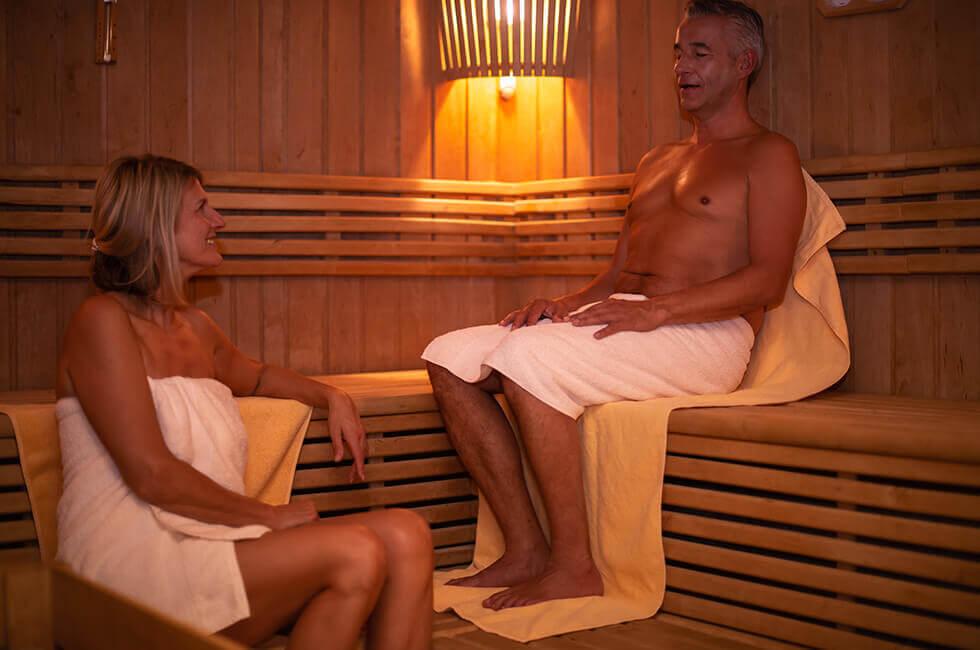 Schwitzen Sie in der Finnischen Sauna und der Biosauna