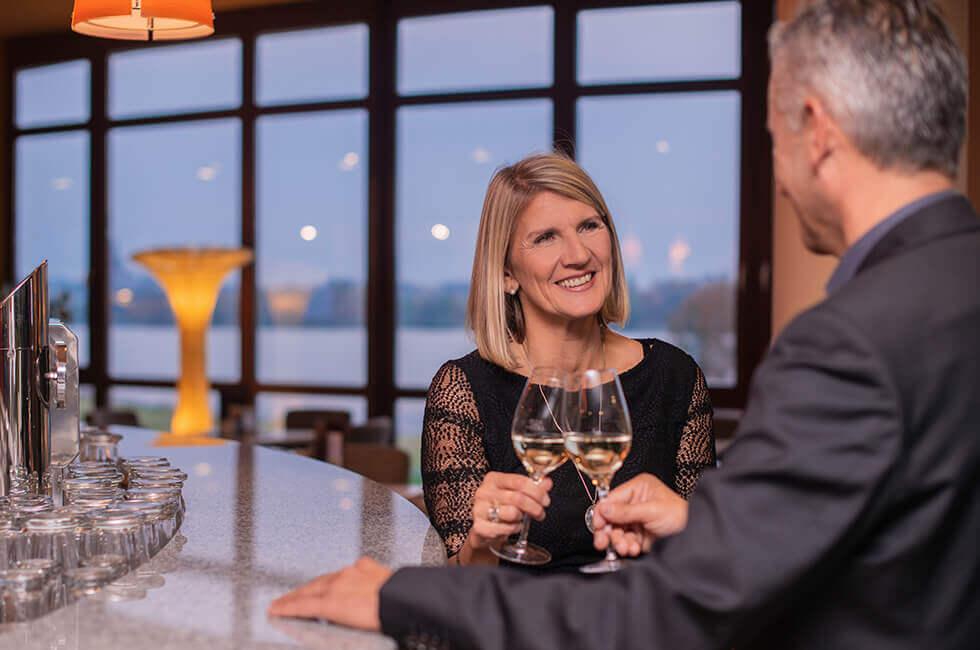 Zeit genießen in der Lobby-Bar mit Blick auf den Weißenstädter See