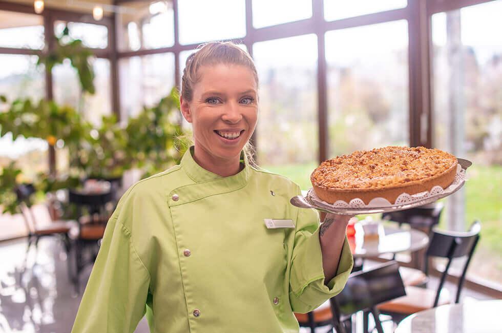 Genießen Sie hausgemachte Kuchen im Seepavillon