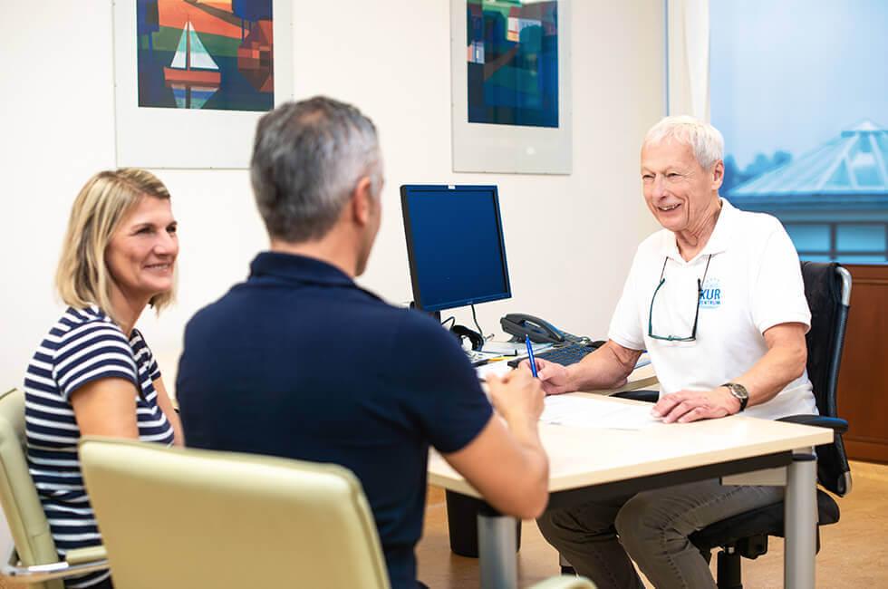 Beratung durch den Arzt während eines Kururlaubs in Weißenstadt