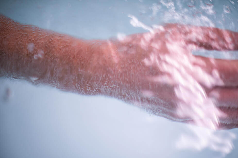 Wannenbad mit dem Edelgas Radon zur Aufnahme über die Haut und die Atemwege