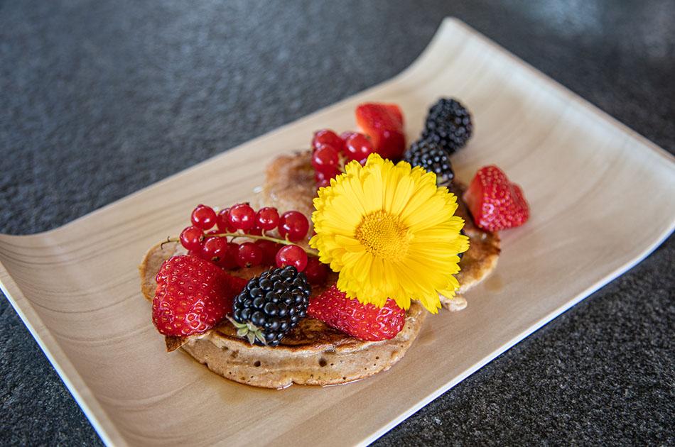 Zwischenmahlzeit Bananen-Pancakes mit Obst